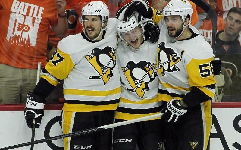 Jubel - Foto: Die Spieler der Pittsburgh Penguins feiern ihren Erfolg über die Philadelphia Flyers. Foto:Tom Mihalek/FR148949 AP