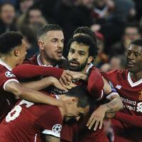 Jubel - Foto: Liverpools Mohamed Salah (M) jubelt mit seinen Teamkollegen über seinen Treffer zum 1:0 gegen die Roma. Foto:Rui Vieira/AP