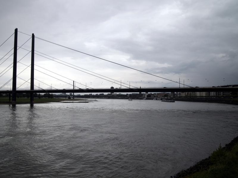 Rheinkniebrücke am Rhein bei Düsseldorf - Foto: über dts Nachrichtenagentur