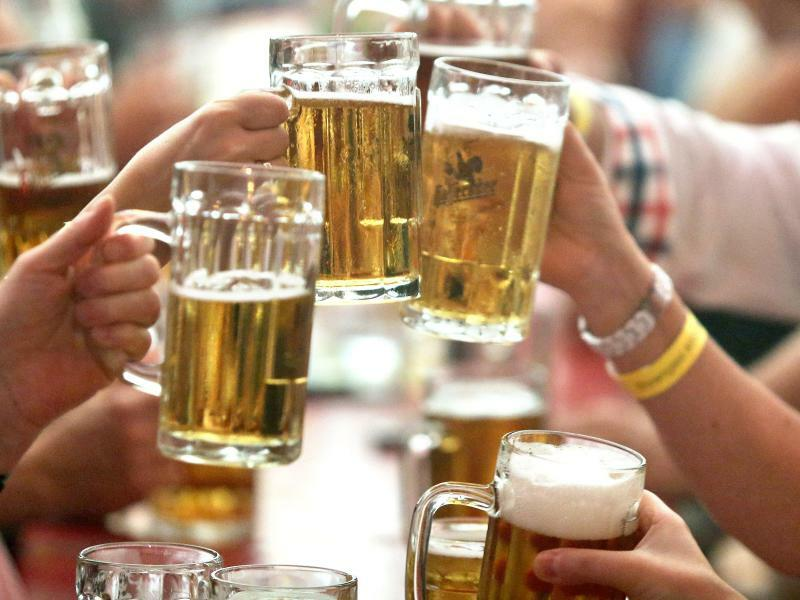 Bier - Foto: In Schottland gilt seit dem 1. Mai ein Mindestpreis für Alkohol. Bier, Wein und Spirituosen müssen jetzt so teuer sein, dass der darin enthaltene reine Alkohol für 50 Pence (57 Cent) pro zehn Milliliter verkauft wird. Foto:Jan Woitas