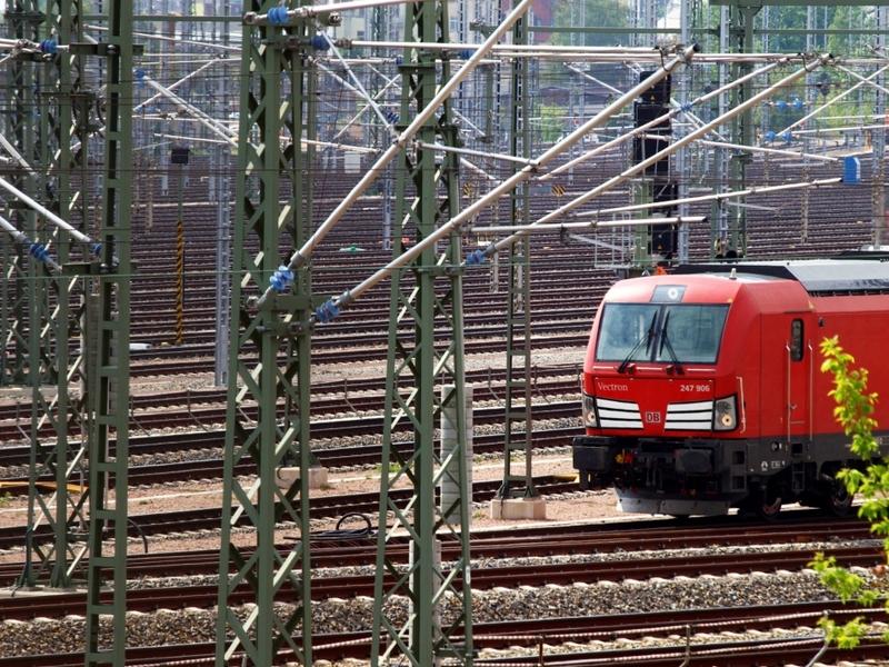 Lok auf Gleisanlage - Foto: über dts Nachrichtenagentur