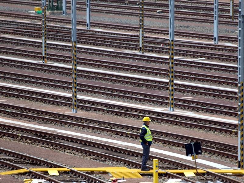 Arbeiter auf Gleisanlage - Foto: über dts Nachrichtenagentur