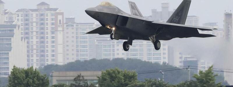 US-Militärflugzeug - Foto: Park Chul-Hong/Yonhap/AP