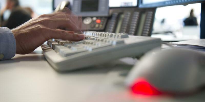 Arbeitsplatz mit Computer - Foto: Daniel Naupold