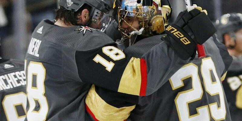 James Neal und Marc-André Fleury - Foto: John Locher/AP