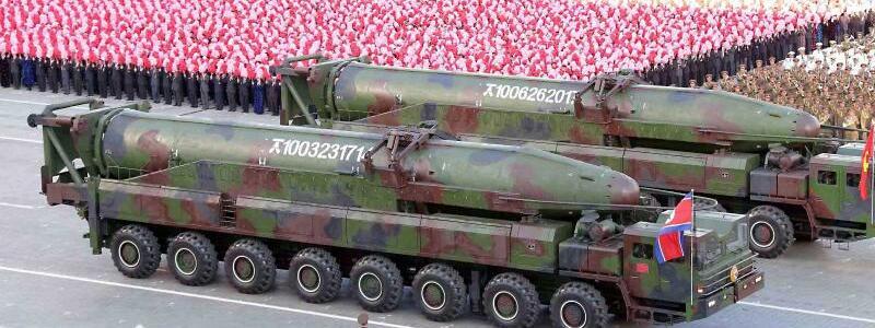 Militärparade in Pjöngjang - Foto: Militärparade in Pjöngjang:Nordkorea betrachtet seinAtomprogramm als vollendet. Foto:KCNA/Yonhap