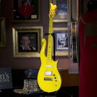 «Yellow Cloud»-Gitarre - Foto: Mark Lennihan/AP