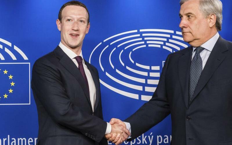 Facebook-Chef Zuckerberg im EU-Parlarlament - Foto: Geert Vanden Wijngaert/AP