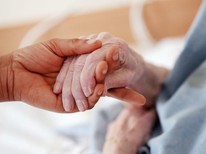 Pflege alter Menschen - Foto: Oliver Berg