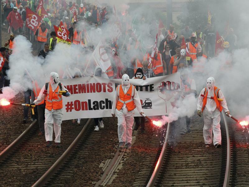 Streik auf Französisch - Foto: Bob Edme/AP