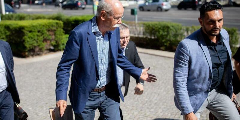 Daimler-Chef Dieter Zetsche - Foto: Angesichts von Abgas-Vorwürfen gegen den Autobauer Daimler ist der Vorstandsvorsitzende Dieter Zetsche erneut ins Bundesverkehrsministerium gekommen. Foto:Kay Nietfeld
