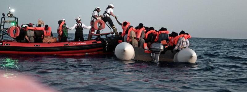 Rettung von Flüchtlingen - Foto: Kenny Karpov/MSF/SOS Mediterranee