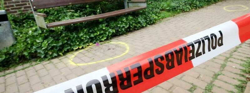 Am Tatort - Foto: Roland Weihrauch