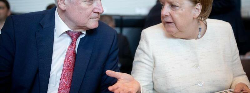 Merkel und Seehofer in Berlin - Foto: Kay Nietfeld