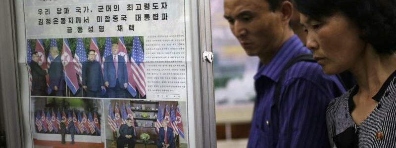 Zeitungen in Pjöngjang - Foto: Dita Alangkara/AP