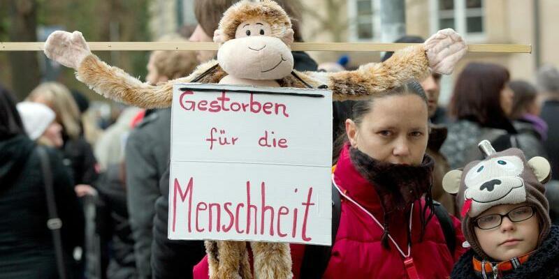 Tierschützer demonstrieren - Foto: Michael Latz