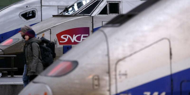 SNCF - Foto: Züge der nationalen französischen Eisenbahngesellschaft SNCF stehen während eines Streiks im Bahnhof Gare de Lyon in Paris. Foto:Yoan Valat