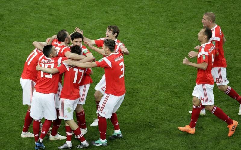 Riesige Russen - Foto: Dmitri Lovetsky/AP