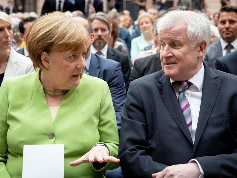 Merkel und Seehofer - Foto: Kay Nietfeld