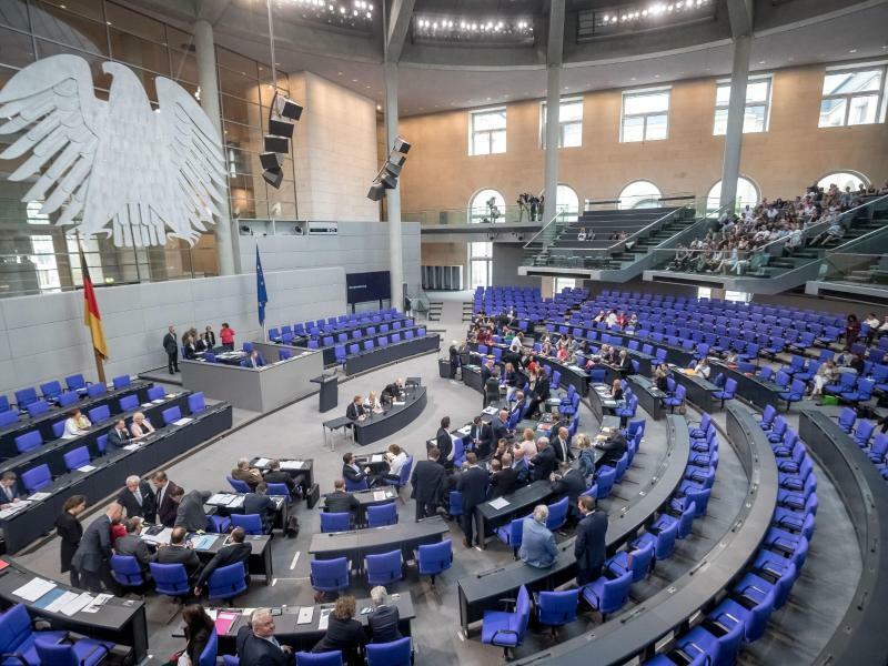Leere Plätze im Bundestag - Foto: Michael Kappeler