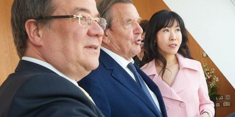 Laschet, Schröder und Kim in Düsseldorf - Foto: Bernd Thissen