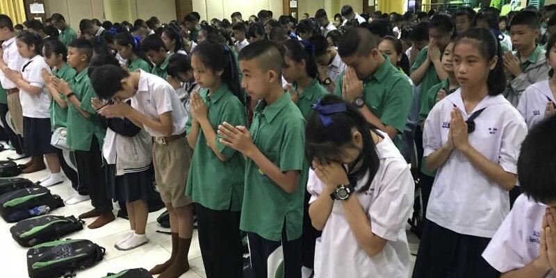 Dankbare Mitschüler - Foto: Johnson Lai/AP