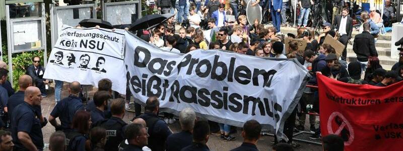 Demonstration vor dem Oberlandesgericht in München - Foto: Sven Hoppe
