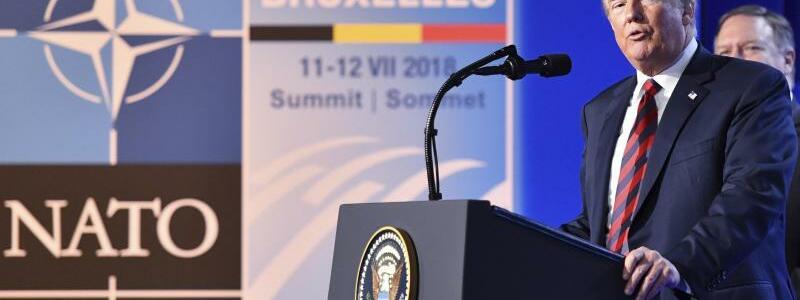 Trump spricht zum Gipfel-Abschluss - Foto: Geert Vanden Wijngaert/AP