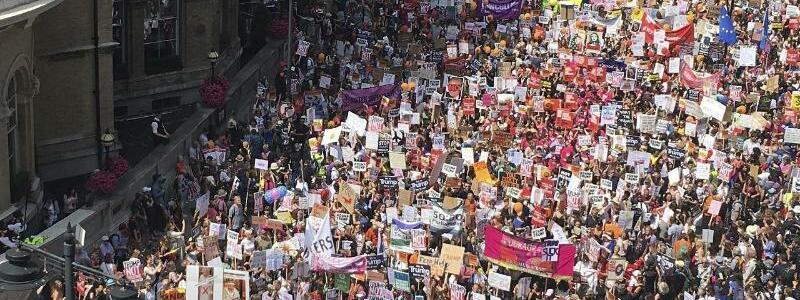 Protest gegen Trump - Foto: Jeff Schaeffer/AP