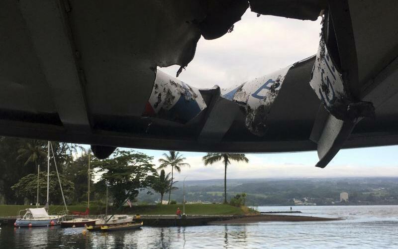 Tourboot auf Hawaii von Lava getroffen - Foto: Hawaii Department of Land and Natural Resources/AP