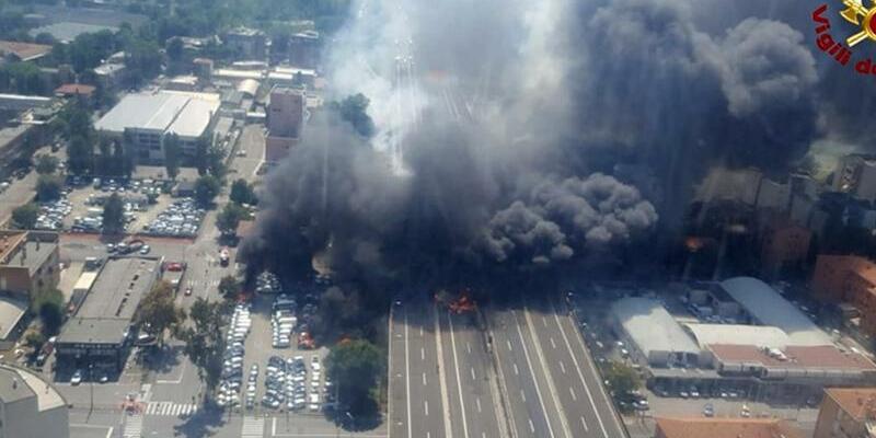 Explosion in Bologna - Foto: Vigili Del Fuoco via AP