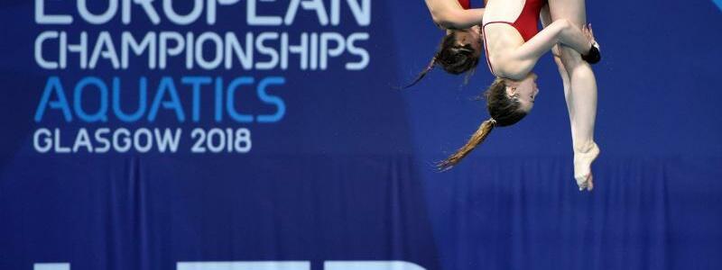Synchron-Bronze - Foto: Maria Kurjo und Elena Wassen springen vom 10-Meter-Turm. Foto:Ian Rutherford/PA Wire