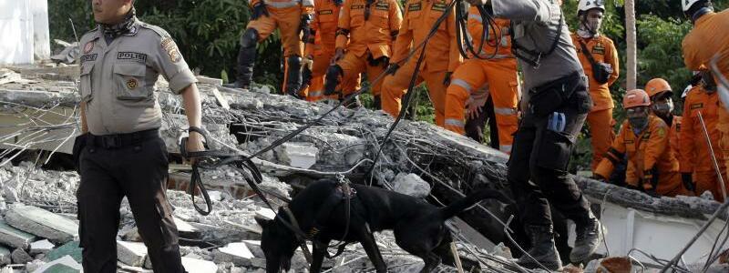 Bergung - Foto: Firdia Lisanwati/AP