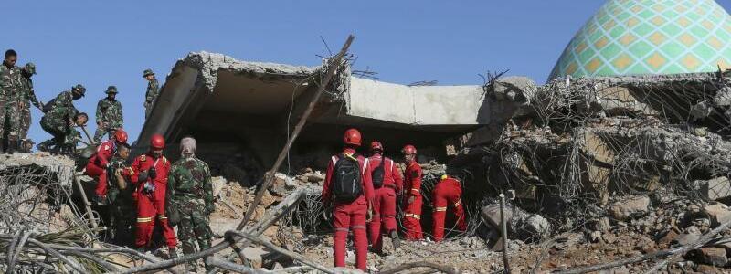 Erdbeben in Indonesien - Foto: Tatan Syuflana/AP