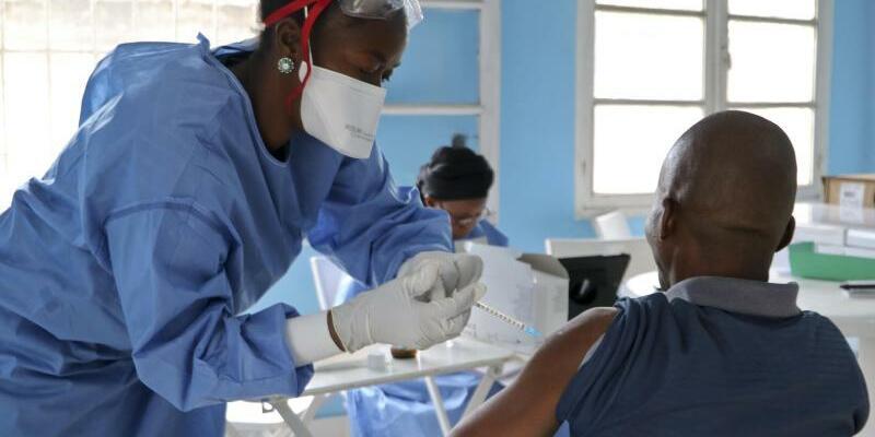 Ebola-Bekämpfung im Kongo - Foto: Sam Mednick/AP/Illustration