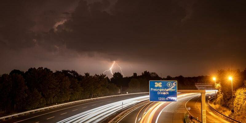 Wetterleuchten - Foto: Frank Rumpenhorst