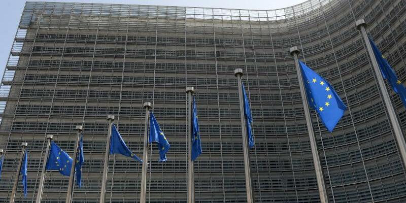 Europäische Kommission - Foto: Blick auf das Berlaymont-Gebäude, dem Sitz der EU-Kommission, in der belgischen Hauptstadt Brüssel. Die EU-Kommission will Unternehmen wie Facebook oder Twitter nun gesetzlich dazu verpflichten, terroristische Inhalte schnell zu identifizieren und zu lösc