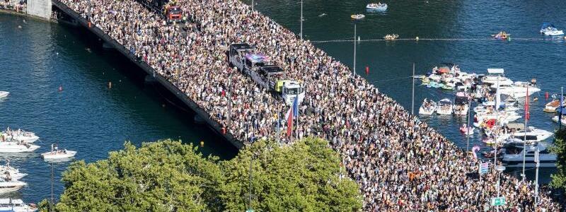 Street Parade in Zürich - Foto: Ennio Leanza