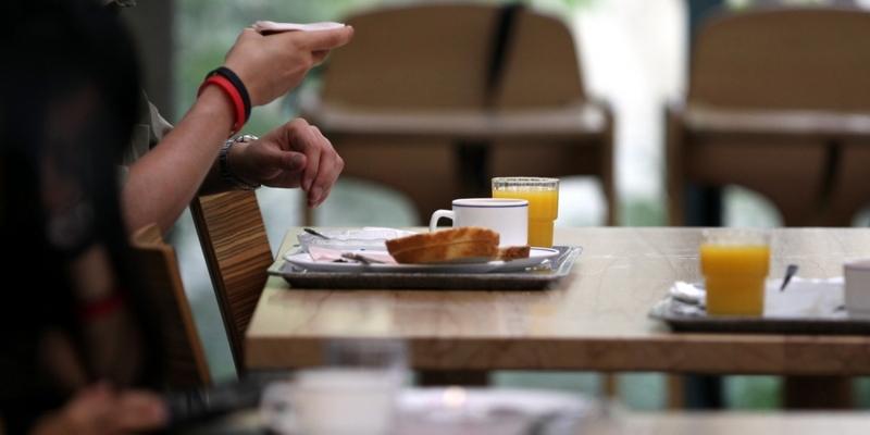 Frühstück in einer Kantine - Foto: über dts Nachrichtenagentur