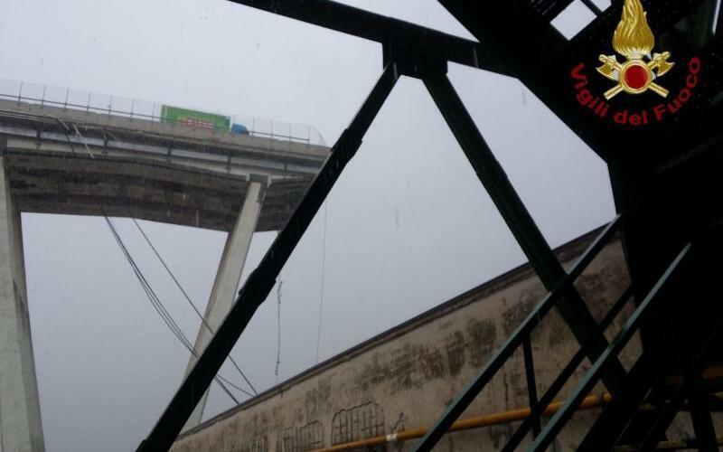 Autobahnbrücke - Foto: Vigili del Fuoco