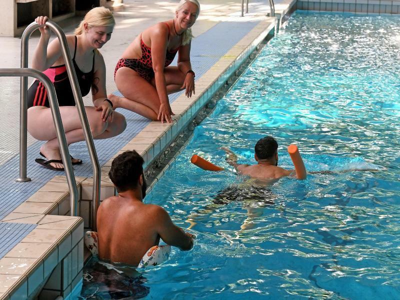 Schwimmunterricht für Flüchtlinge - Foto: Schwimmunterricht für Flüchtlinge im Fössebad in Hannover. Foto: