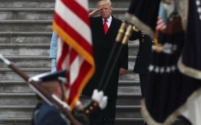 Trump salutiert Ehrengarde - Foto: Gary Hershorn