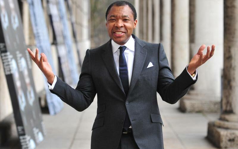 Okwui Enwezor - Foto: Okwui Enwezor hat sich im «Spiegel»-Interview zu seinem Abschied geäußert - eine Abrechnung. Foto:Andreas Gebert