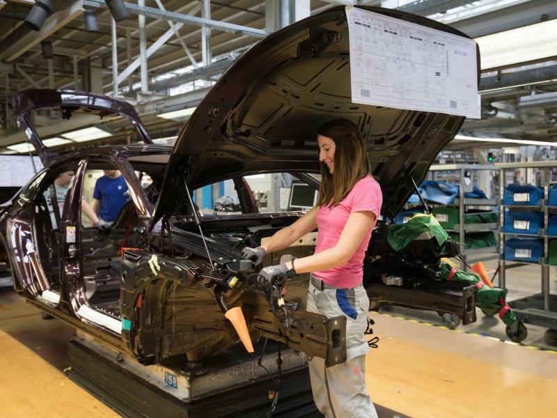 VW-Produktion in Emden - Foto: Jörg Sarbach