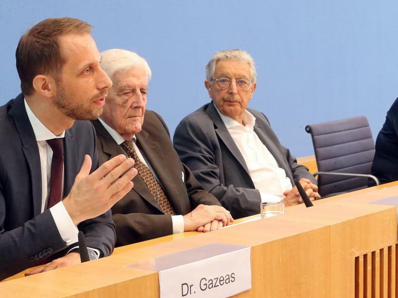 Verfassungsbeschwerde gegen Staatstrojaner - Foto: Wolfgang Kumm