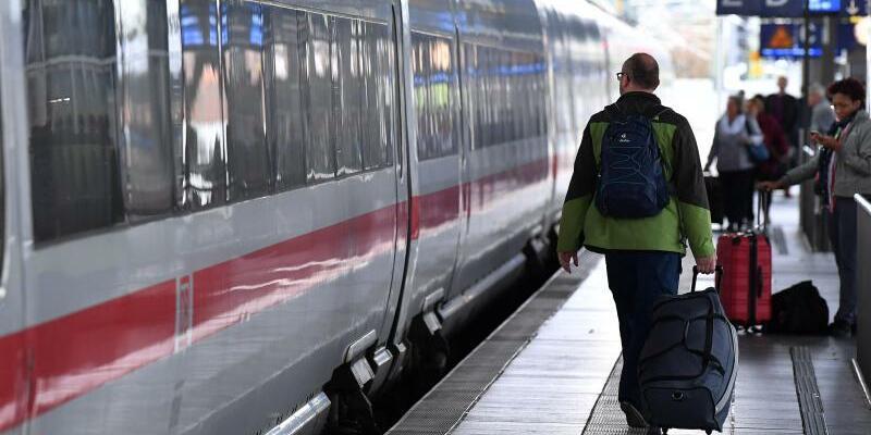 ICE im Erfurter Hauptbahnhof - Foto: Martin Schutt/Archiv