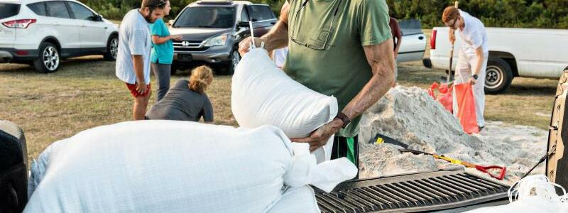 Sandsäcke - Foto: Richard Ellis/ZUMA Wire