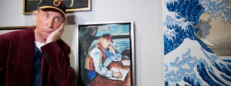 Otto. Die Ausstellung - Foto: Otto als Cézannes «Knabe mit der roten Weste». Und Hokusais Welle überschlägt sich dazu. Foto:Christian Charisius