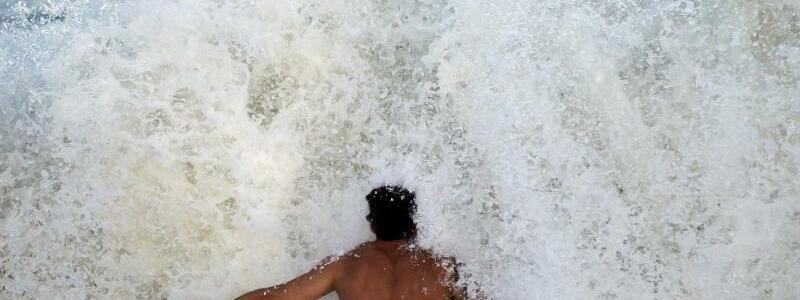 Bodysurfer - Foto: Stephen B. Morton/AP
