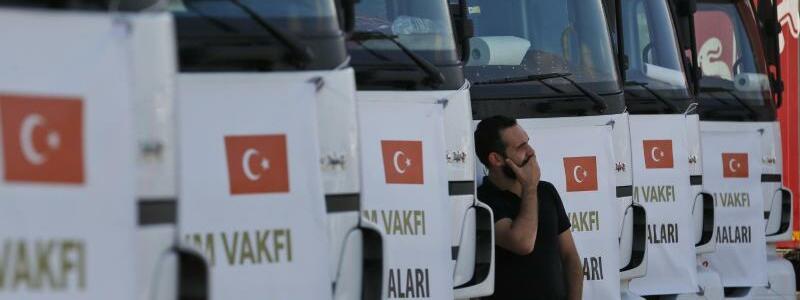 Hilfsgüter für Idlib - Foto: Lefteris Pitarakis/AP